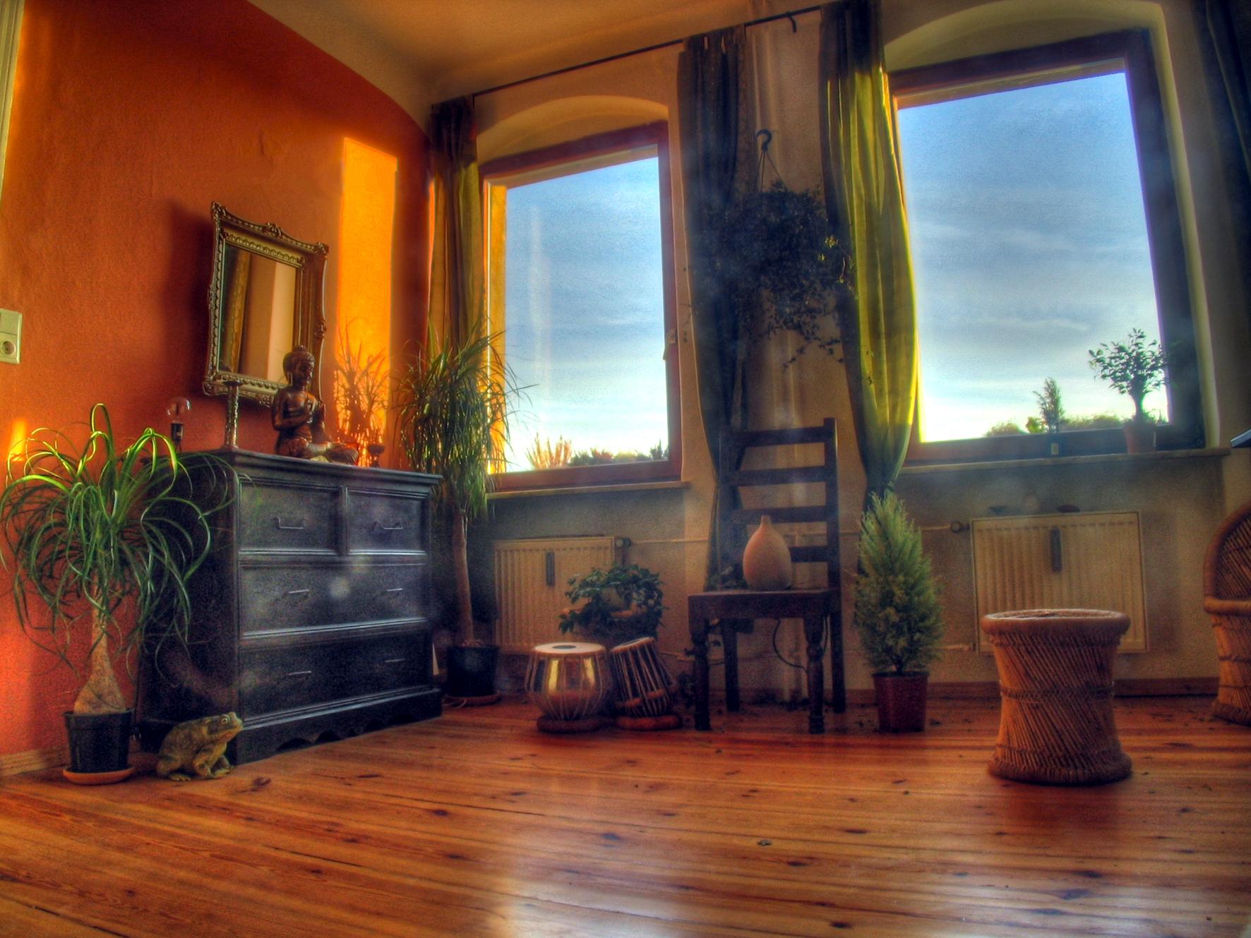 Hippie wohnzimmer for Indische zimmer deko