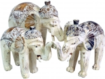Carved elephant in 3 sizes - white