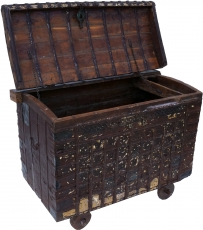 Large Indian wedding chest, wheel chest - Model 14