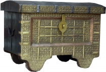 Indian+wedding chest+with+brass+fittings%C3%A4gen+-+model+21