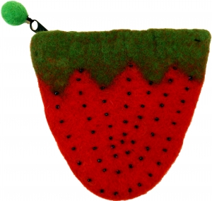 Wallet made of felt strawberry