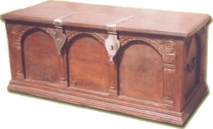 Colonial style chest R350