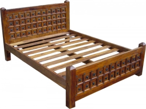 Colonial style bed R871 in 3 sizes