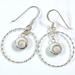 Silver earrings with `Shiva shell in creoles, serrated edge