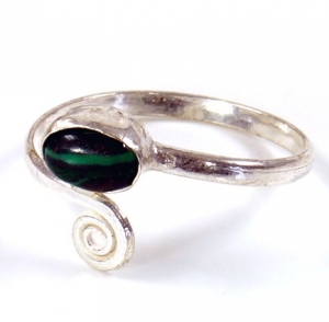 Brass toe ring, Goaschmuck with Malachite - silver