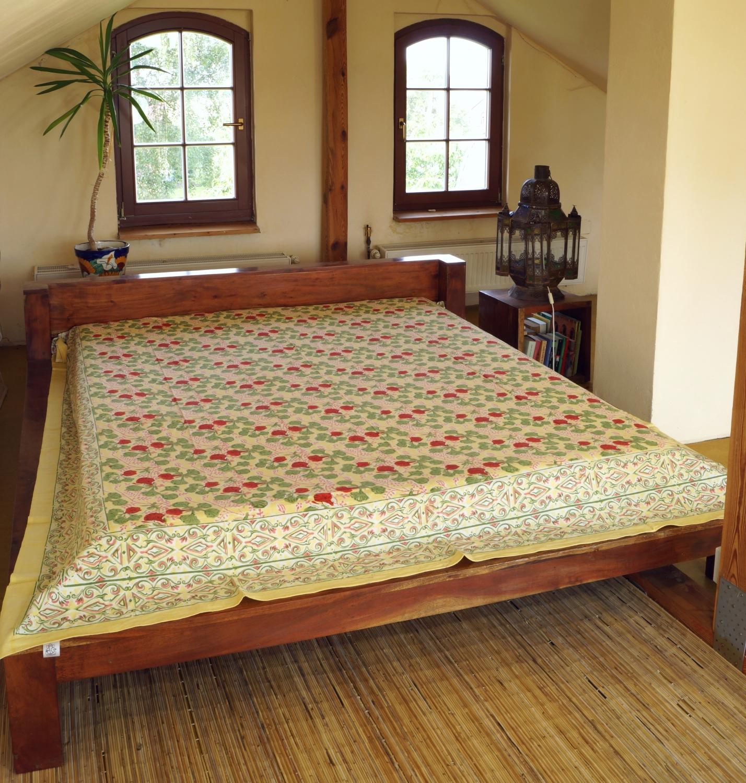 blockdruck tagesdecke bett sofa berwurf handgearbeiteter wandbehang wandtuch gr n cream. Black Bedroom Furniture Sets. Home Design Ideas
