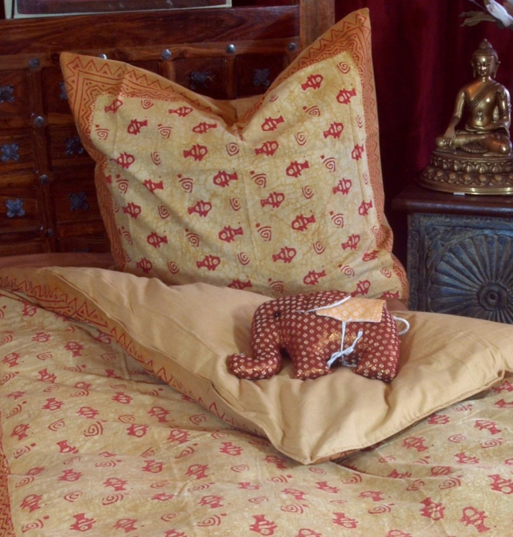 bedruckte bettw sche graue tapeten schlafzimmer kaeppel bettw sche hocker kopfkissen 100 daunen. Black Bedroom Furniture Sets. Home Design Ideas